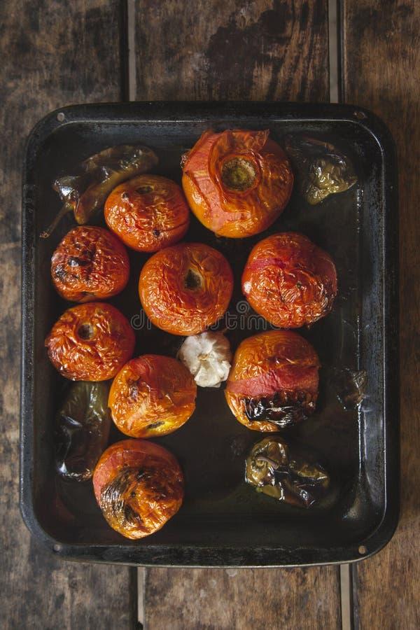 зажаренные в духовке томаты стоковые фотографии rf
