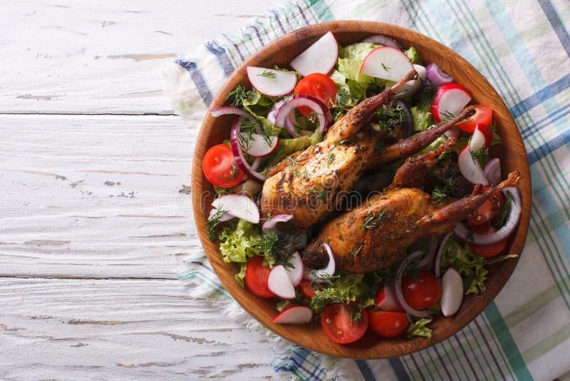 Зажаренные в духовке триперстки и свежие овощи взгляд horizontaltop стоковое фото