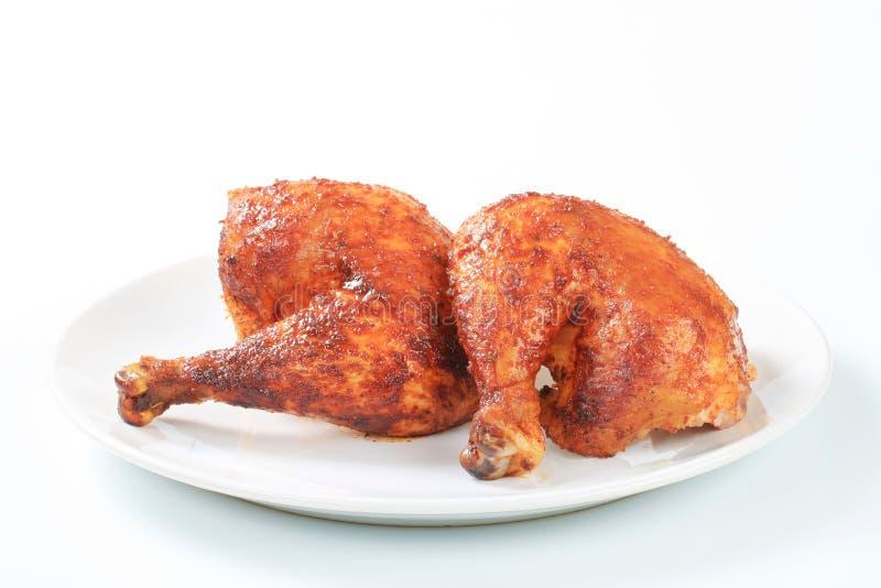Зажаренные в духовке чесноком ноги цыпленк цыпленка стоковые изображения