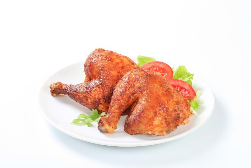 Зажаренные в духовке чесноком ноги цыпленк цыпленка стоковое изображение rf