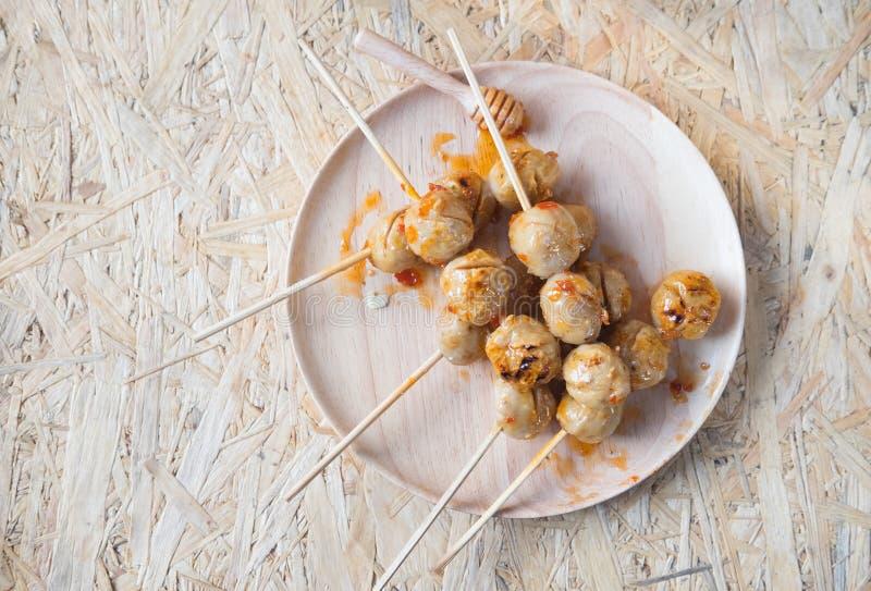 Зажаренные в духовке шарики свинины с сладостным пряным соусом стоковые фотографии rf