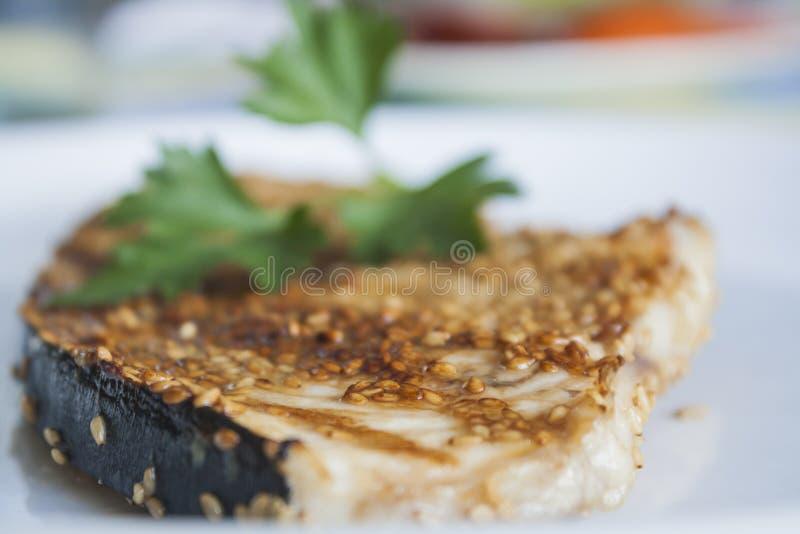 Зажаренные мечы-рыб стоковая фотография