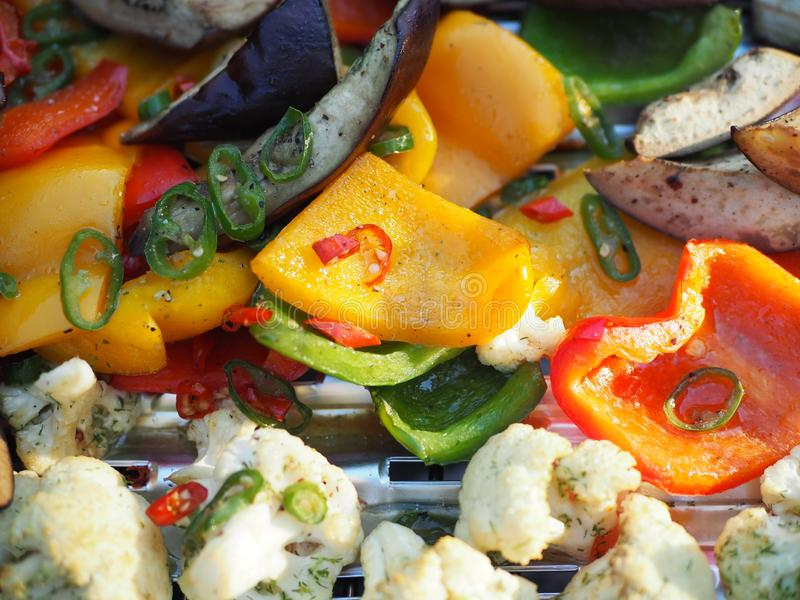 Зажаренные различные овощи на гриле стоковое изображение