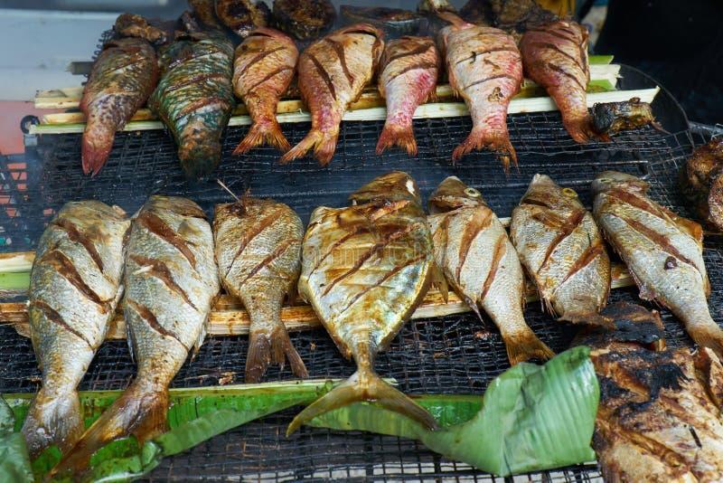 Зажаренные свежие морепродукты в местном рынке, Mahé - острове Сейшельских островов стоковая фотография