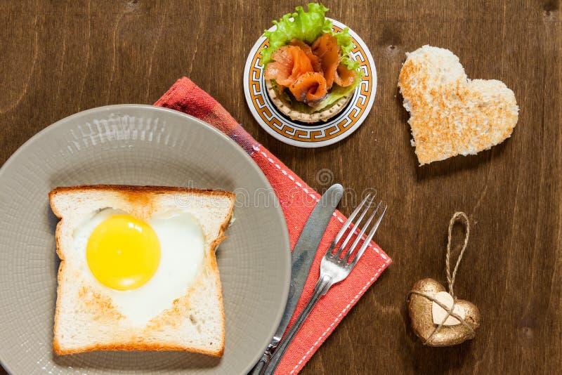 зажаренные яичка завтрака стоковая фотография