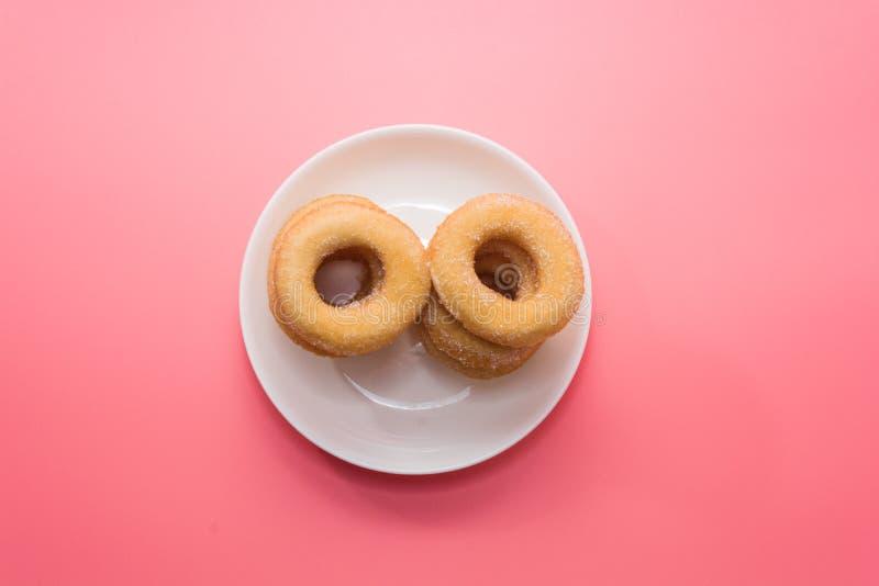 Зажаренные Donuts с отбензиниванием сахара стоковое изображение