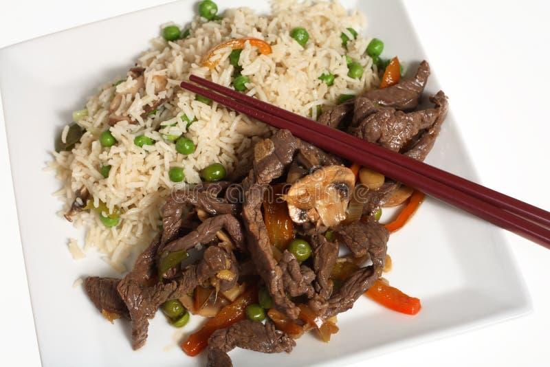 зажаренный говядиной рис еды тайский стоковое фото