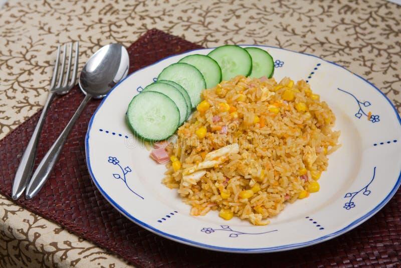 зажаренный индонезийский рис стоковое фото rf