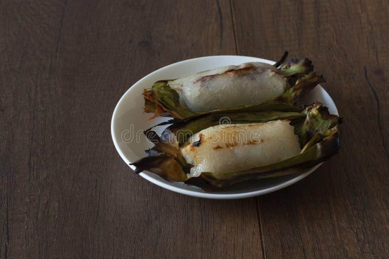 Зажаренный липкий рис заполнил с бананом и таро стоковые изображения