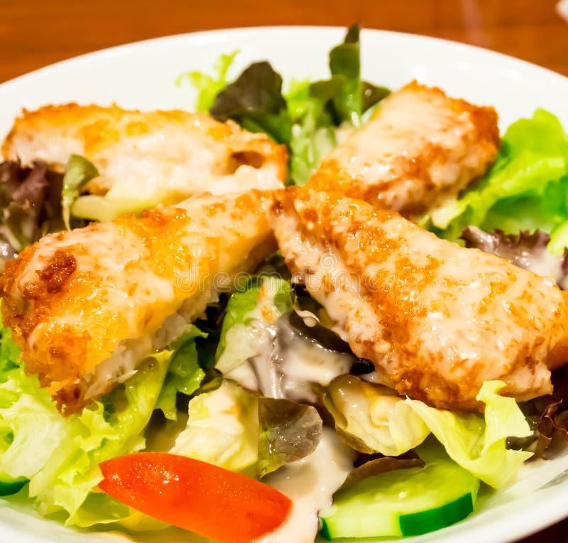 Зажаренный салат 1 рыб стоковые изображения rf