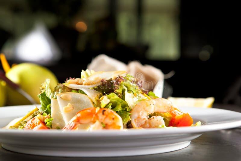 Зажаренный салат креветки и груши стоковые фотографии rf