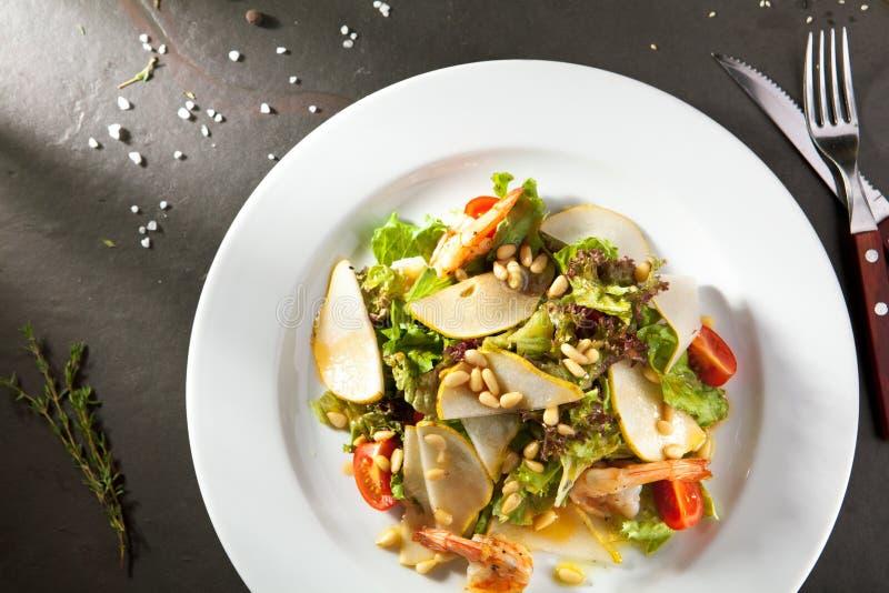 Зажаренный салат креветки и груши стоковая фотография rf
