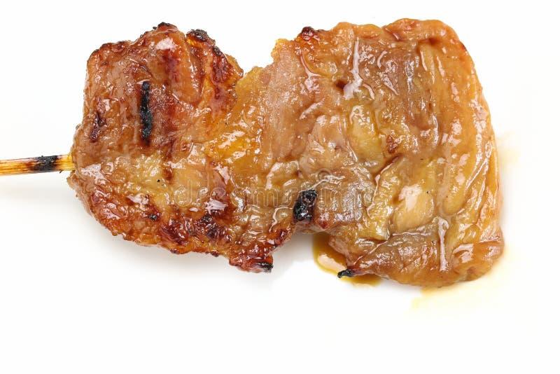 Зажаренный свинина или жарка свиньи в бамбуковой ручке стоковое изображение