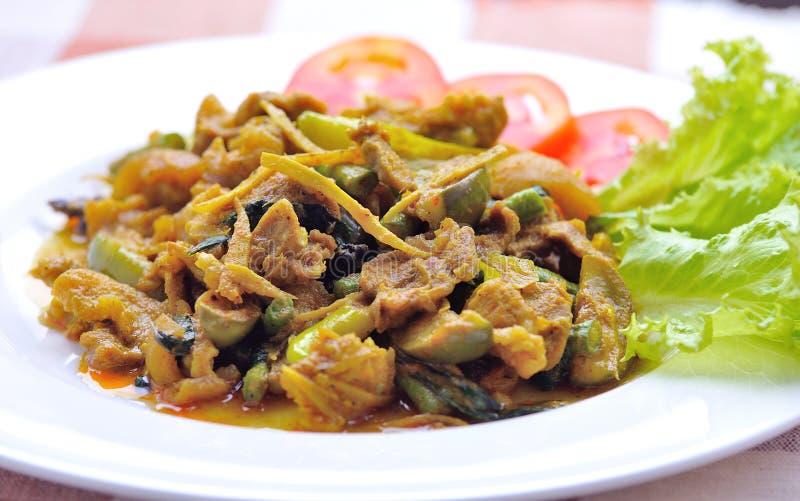 Зажаренный свинина с затиром chili, тайской едой. стоковые фото