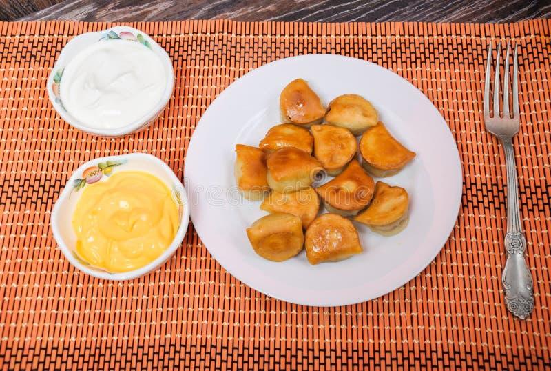 Соус из сметаны и сыра