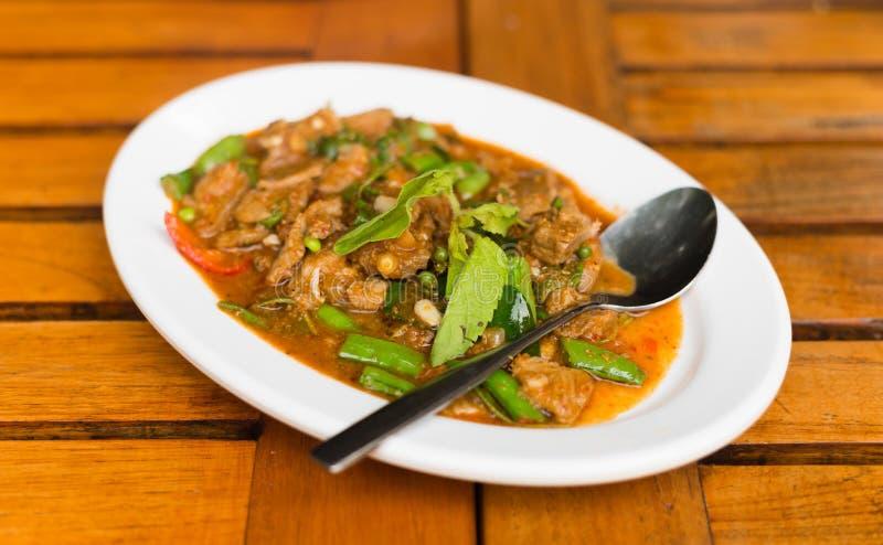 Зажаренный соус затира чилей с едой свинины тайской стоковое изображение