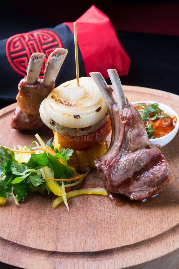 зажженное мясо овечки стоковые изображения