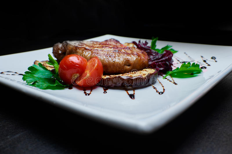 зажженные овощи мяса стоковое изображение