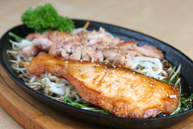 зажженные рыбы цыпленка sauce terriyaki стоковое изображение rf