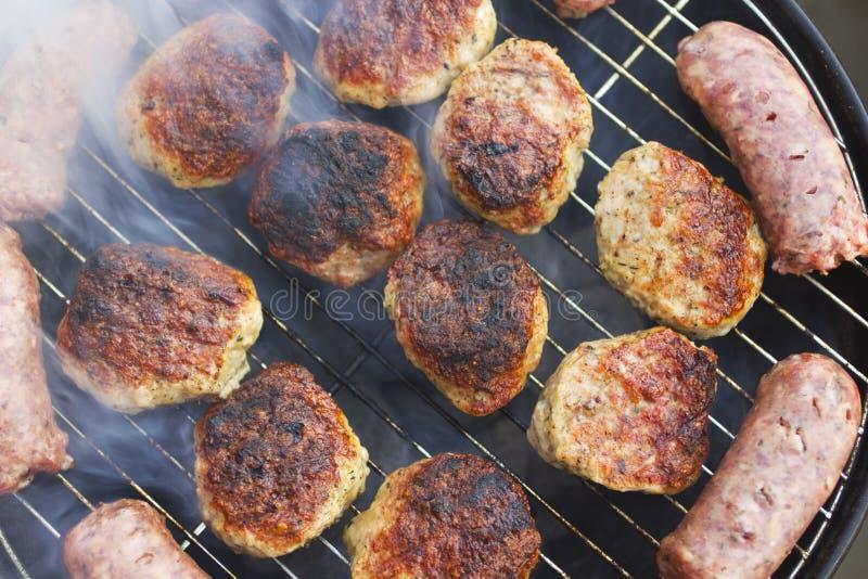 Download Зажженные сосиски и фрикадельки Стоковое Фото - изображение насчитывающей варить, гриб: 33725490