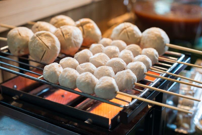 Зажженные шарики мяса стоковая фотография