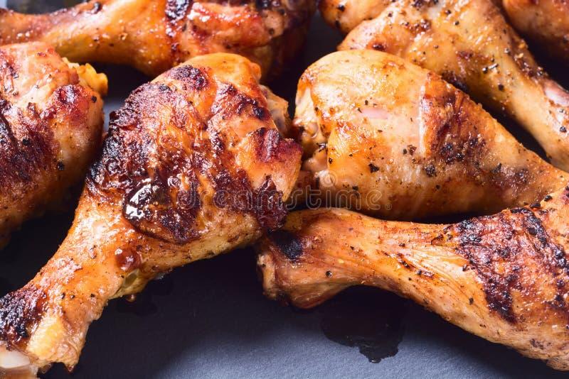 зажженные drumsticks цыпленка стоковое фото