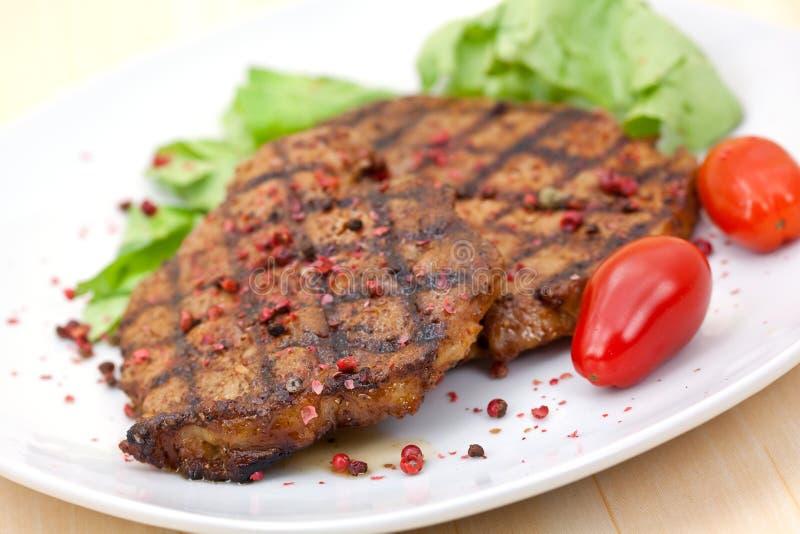 зажженный стейк салата свинины стоковые изображения rf