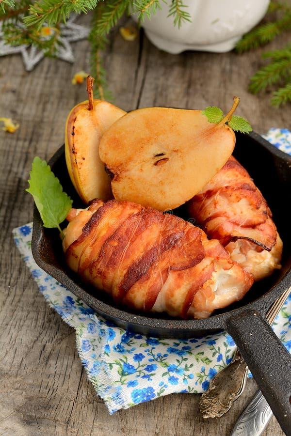 зажженный цыпленок бекона стоковые изображения