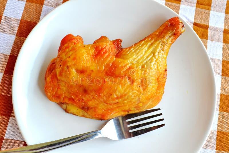 Download зажженный цыпленок стоковое изображение. изображение насчитывающей решетка - 40584651