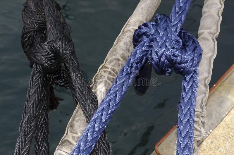 Зажим с покрашенными веревочками стоковые изображения rf