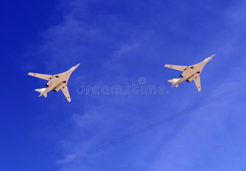Зазвуковые стратегические бомбардировщики длиннорейсового лебедя белизны авиации Tu-160 стоковое изображение