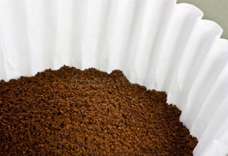заземленный фильтр кофе стоковая фотография rf