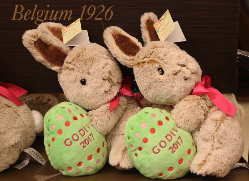 Зайчик 2017 плюша варианта ` Godiva Chocolatier Limited†на дисплее в квадрате глашатого ` s Macy стоковая фотография rf