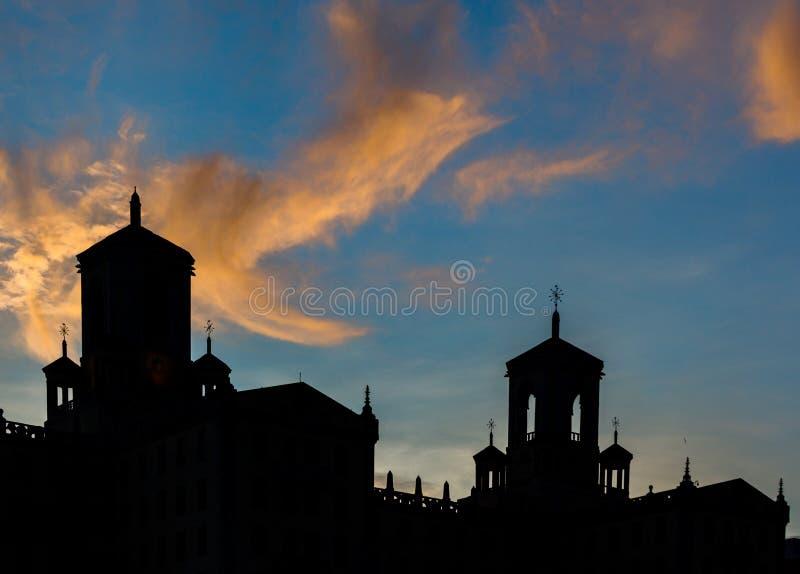 Закат заката типичной кубинской архитектуры в Гаване, Куба стоковая фотография rf