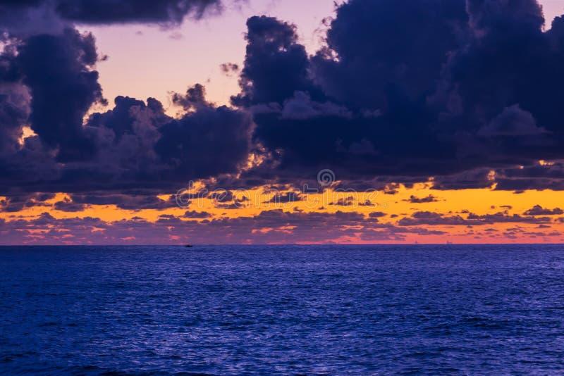 Закат моря стоковое фото
