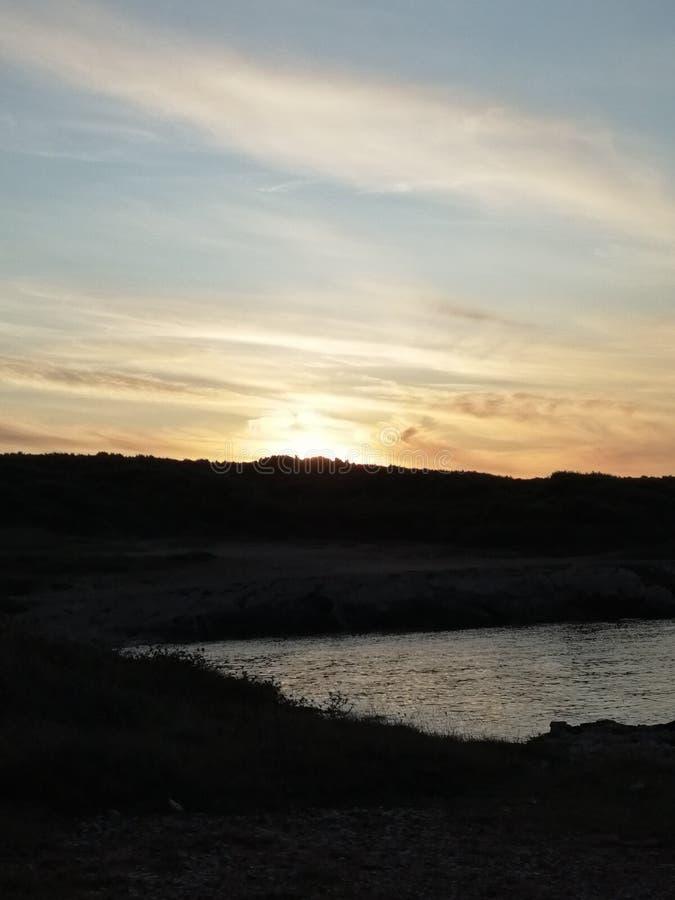 Закат над заливом стоковая фотография