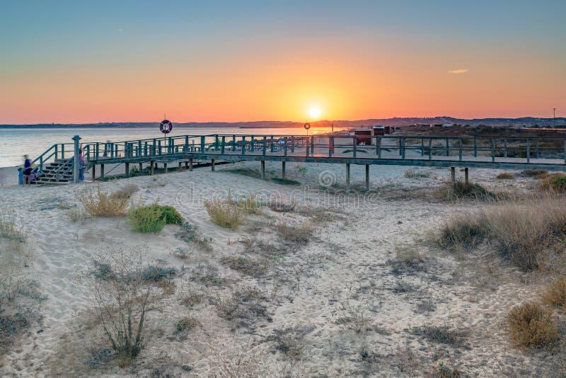 Закат на пляже Прайя Альвор стоковое фото