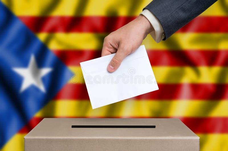 Законоположение автономии Каталонии - голосующ на урне для избирательных бюллетеней стоковая фотография