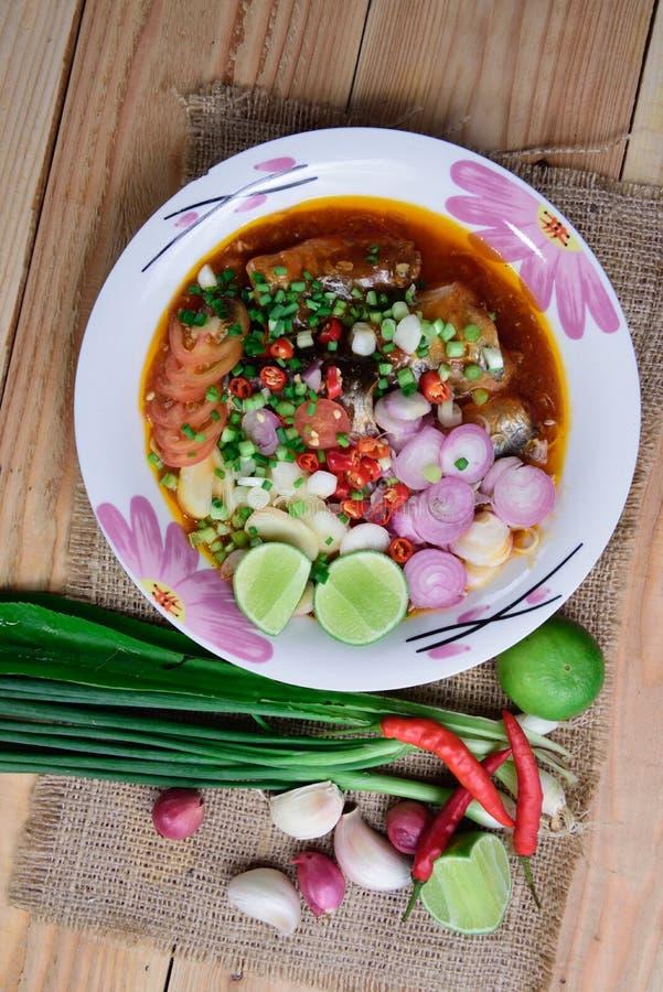 Законсервированный салат рыб стоковое изображение