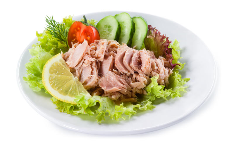 Законсервированный тунец с vegetable салатом и лимоном стоковое фото rf