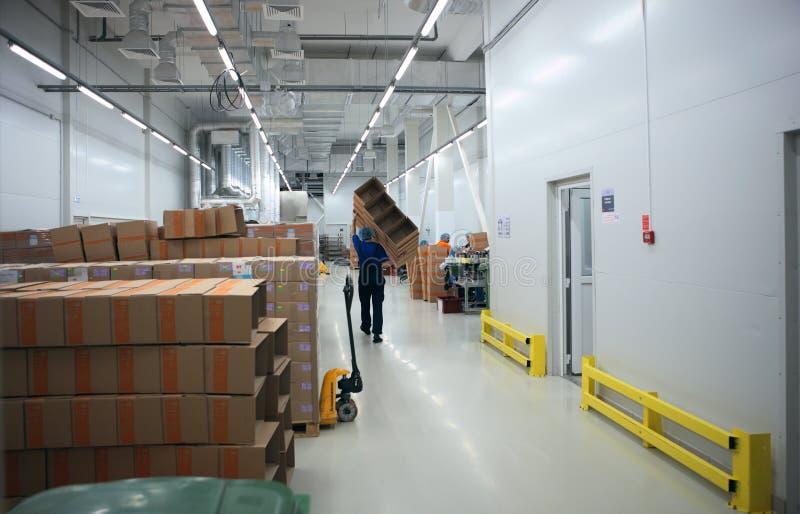 Законченный склад продукции на заводе Solopharm стоковые изображения rf