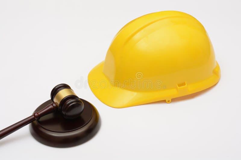 Закон о труде с шлемом и молотком безопасности стоковое изображение rf