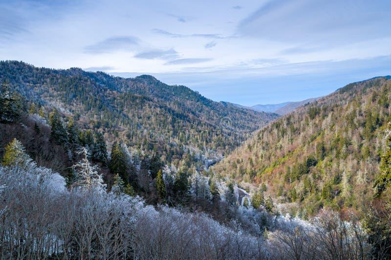 Закоптелый пейзаж гор стоковое фото