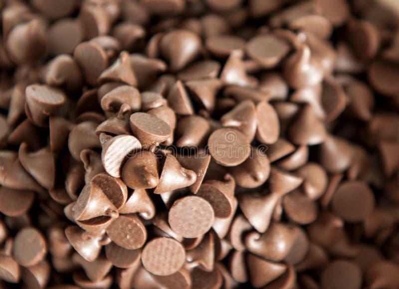 Закройте дальше на куче кусочков шоколада стоковая фотография rf