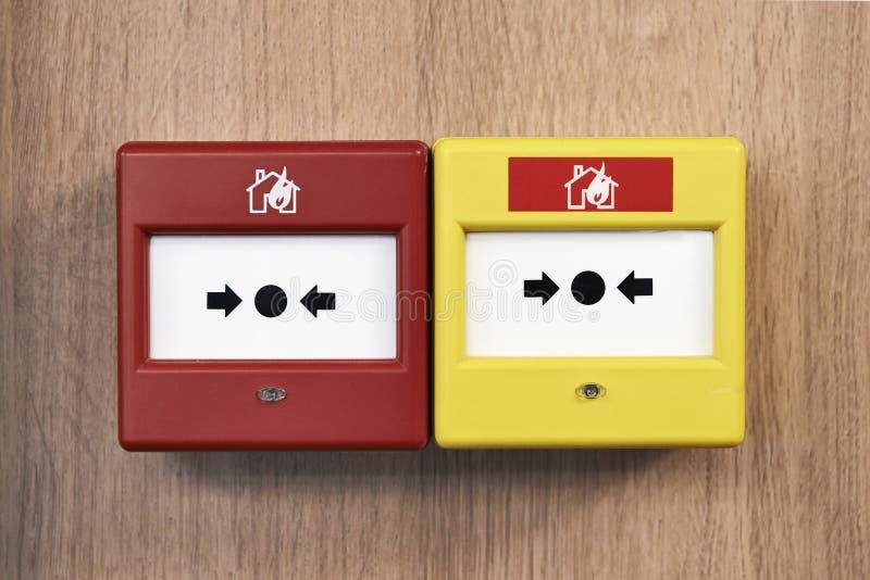 Закройте вверх аварийной системы пожарной сигнализации от фронта стоковая фотография