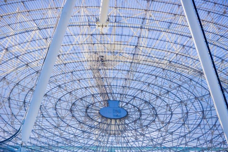 Закройте вверх большой антенны радиосвязей, Калифорния стоковые изображения