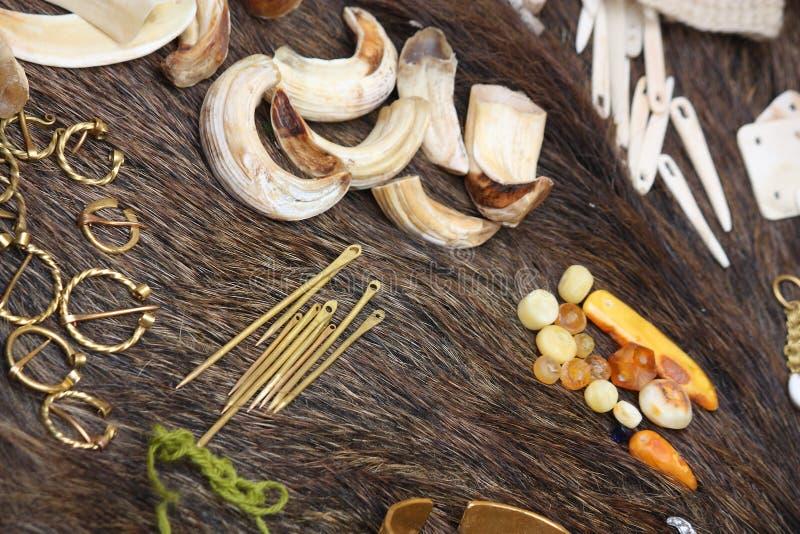 Закройте вверх вещи используемой в handmade фольклорных украшениях стоковое фото