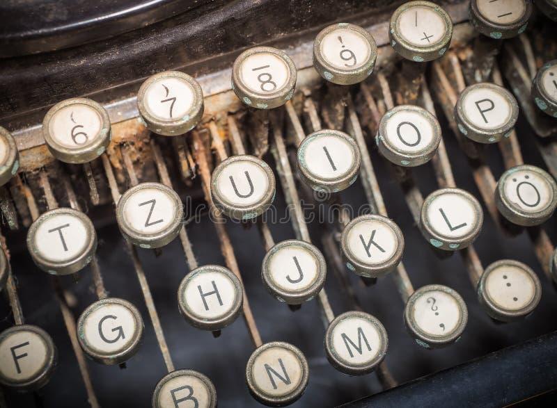 Закройте вверх винтажной фасонируемой typewriting машины стоковые изображения