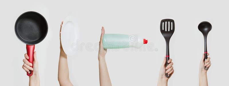 Закройте вверх женской руки с местом для изолированного текста на белой предпосылке концепция поставек чистки Скопируйте рекламу  стоковые фотографии rf
