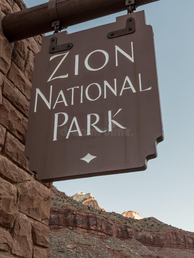 Закройте вверх знака национального парка Сиона стоковые фотографии rf